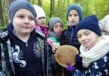 Klasa II B poznawała pracę leśnika i warstwową budowę lasu.